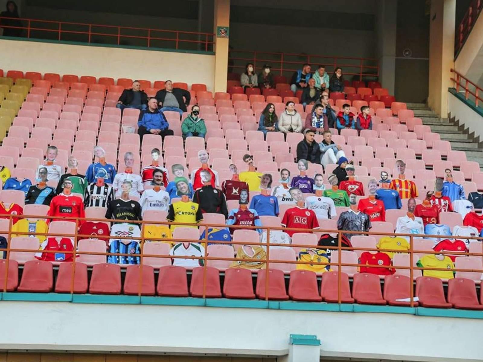 Футбольный матч Кубка Беларуси посетили более 70 картонных зрителей, билет стоил до 6 500 рублей