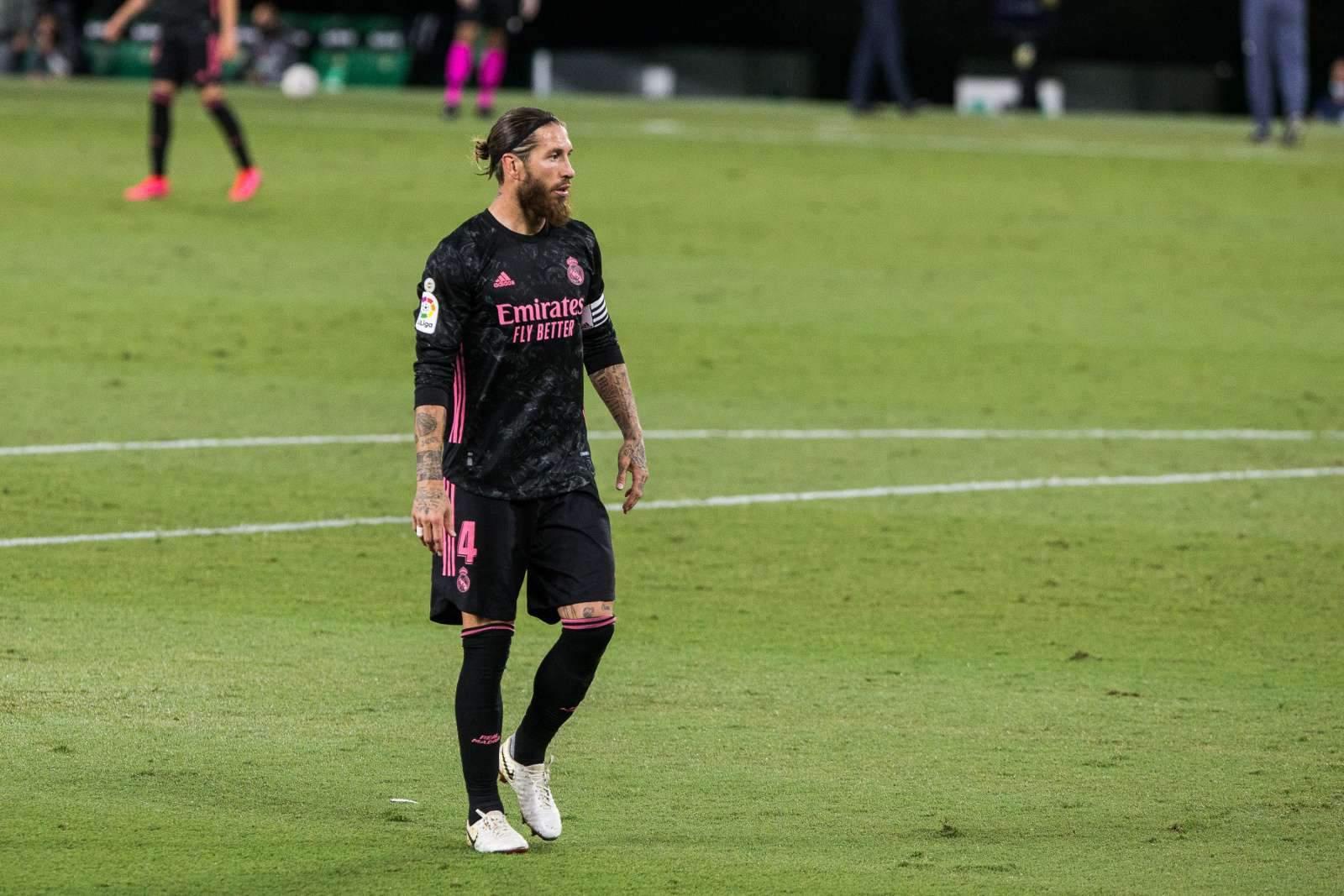 Скандал разгорается: ВАР подсказывал арбитру матча «Барселона» - «Реал», что пенальти на Рамосе не было