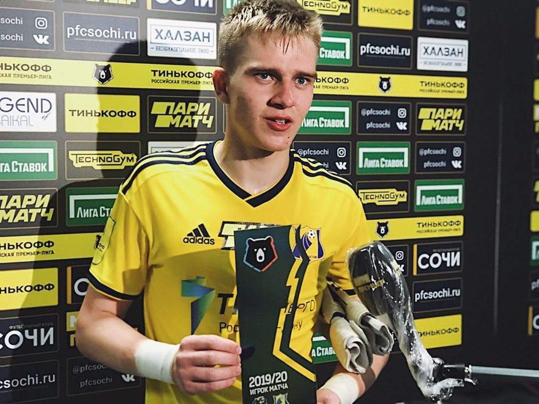 17-летний вратарь «Ростова» Денис Попов отказался от пожизненных поездок на такси и передал деньги онкобольным детям