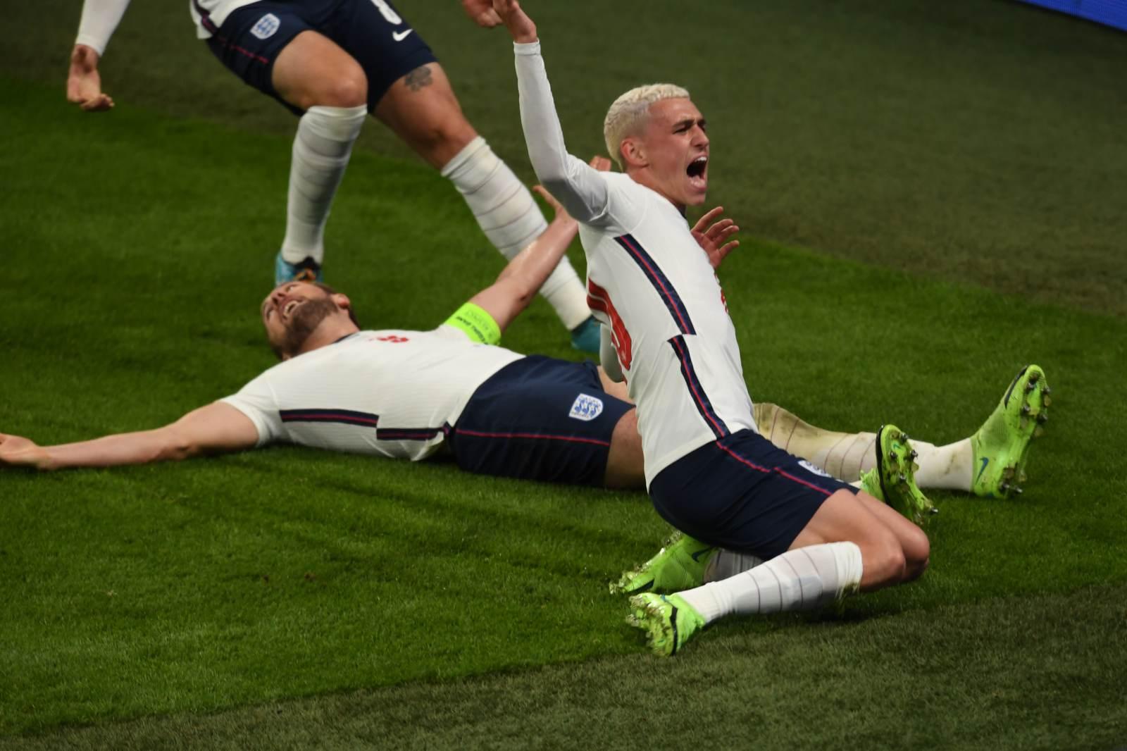 Футболисты сборной Англии станут блондинами в случае победы на Евро