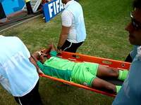 Онази сломал ногу в игре против Франции