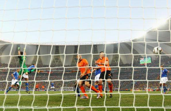 Второй гол в матче Голландия - Бразилия записан на Фелипе Мело