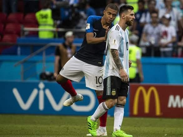 "Мбаппе отстает на 4 гола от Месси в споре за ""Золотую бутсу"""