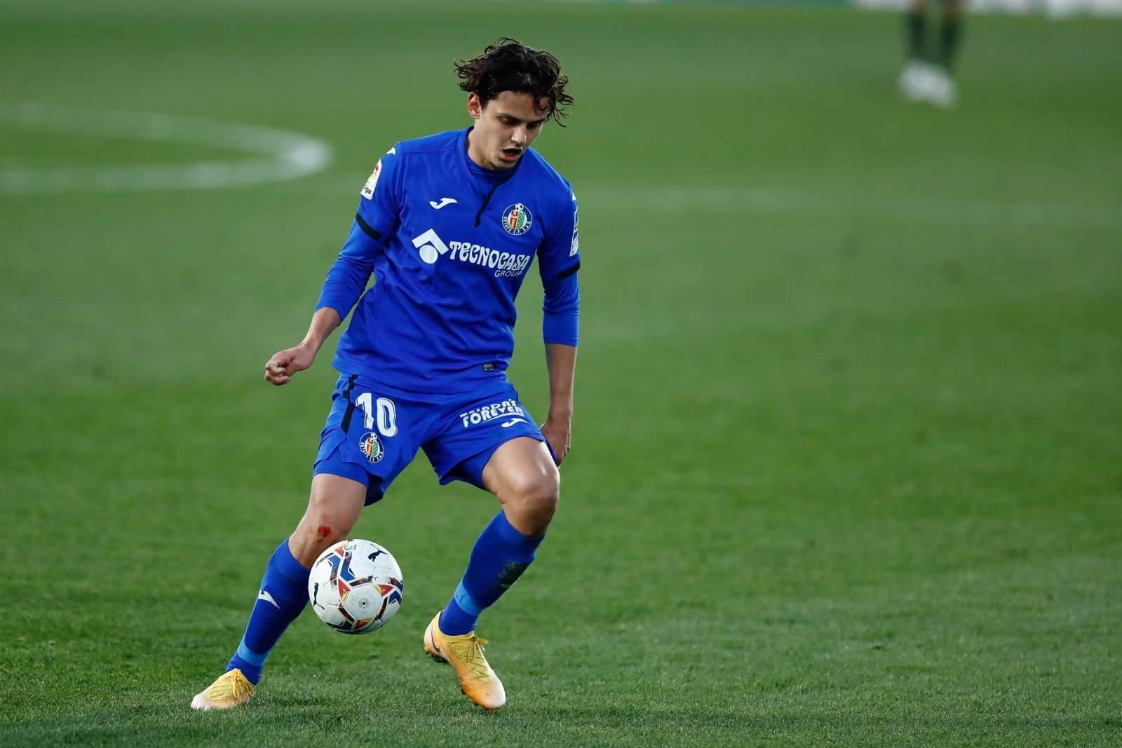 Сын болельщиков «Манчестер Сити», мастер контратак, цепкий опорник из «ВБА» и трансферная цель «Милана»