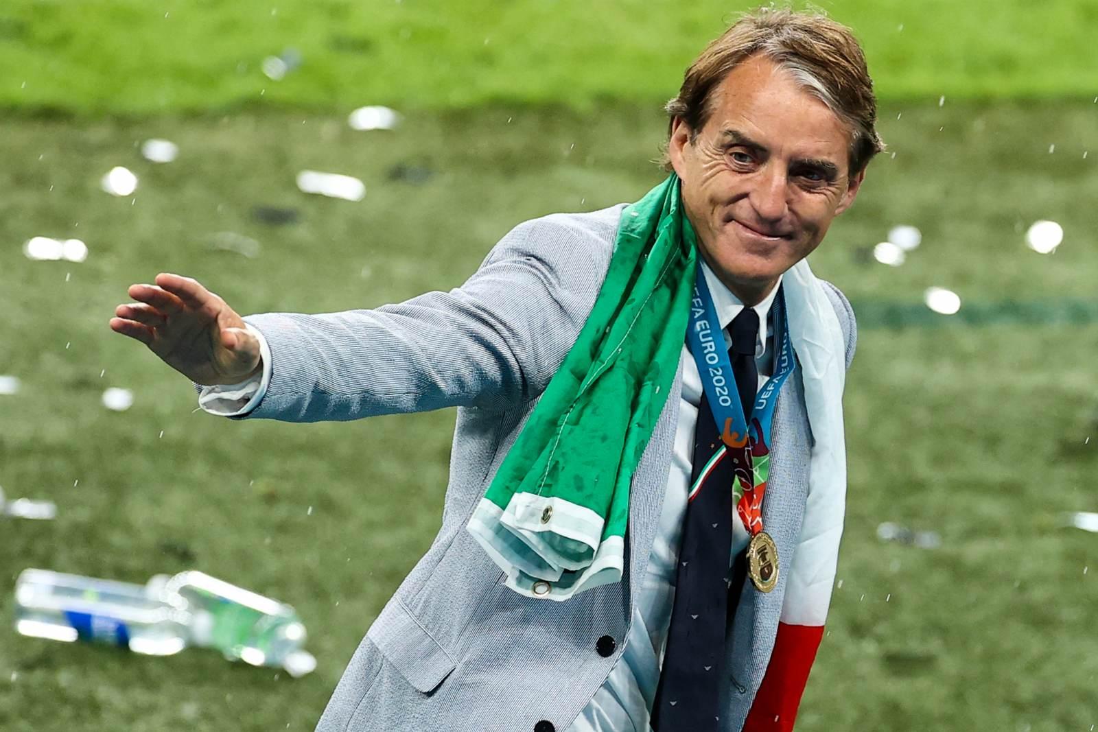 УЕФА назвал троих претендентов на звание лучшего тренера года