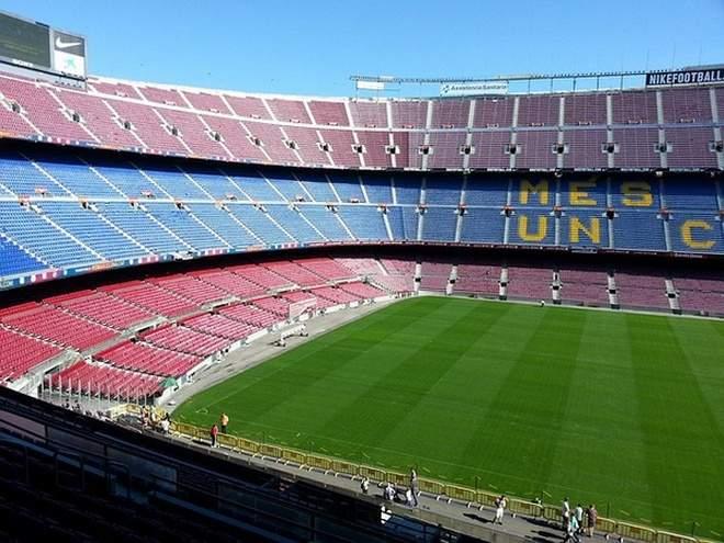 УЕФА отказался переносить матч «Барселона» - «Наполи» из Испании