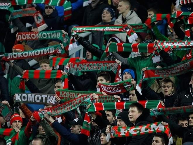 Болельщики «Локомотива» отпраздновали увольнение Кикнадзе у стадиона