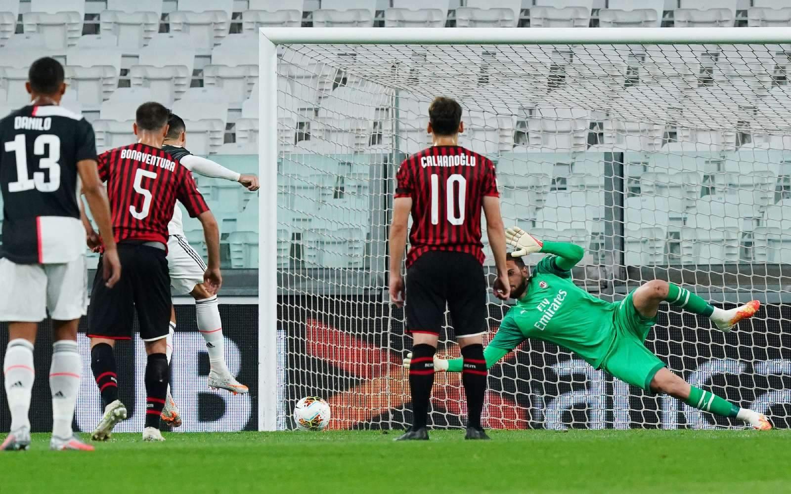 «Ювентус» не забил «Милану», играя почти весь матч в большинстве, но всё равно вышел в финал