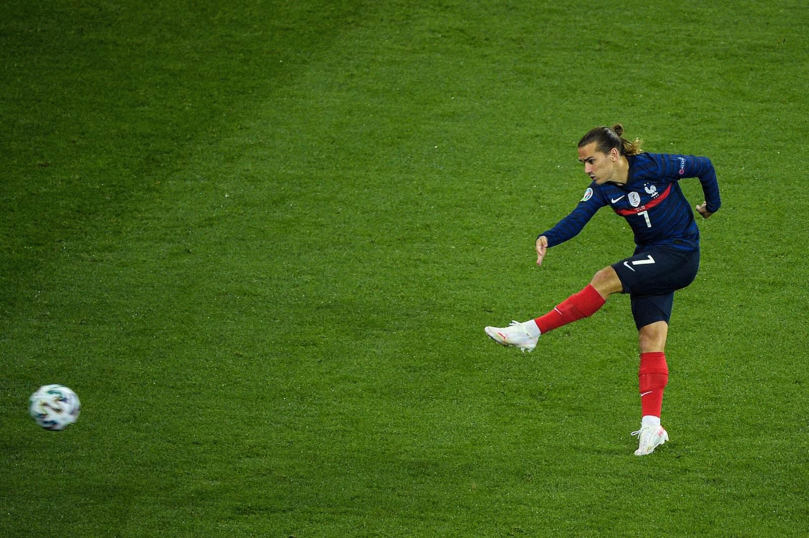 Гризманн гордится, что догнал Платини по голам за сборную Франции