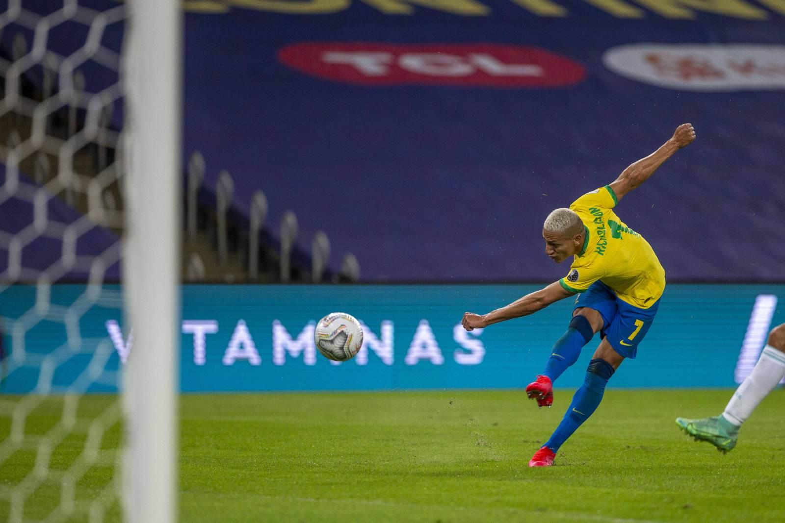 Сборная Бразилии стартовала с победы на Олимпиаде - видео