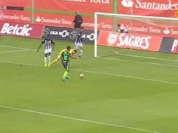 Очень странный гол из матча чемпионата Португалии