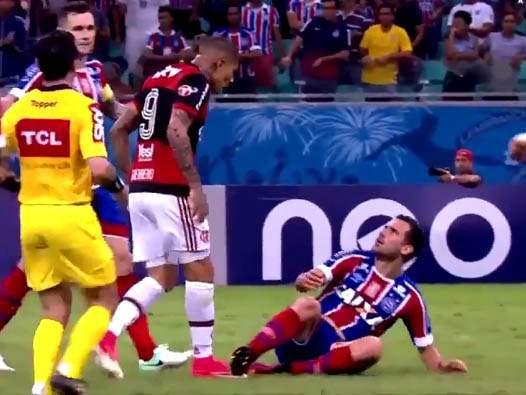 Видео дня: уморительная симуляция из чемпионата Бразилии