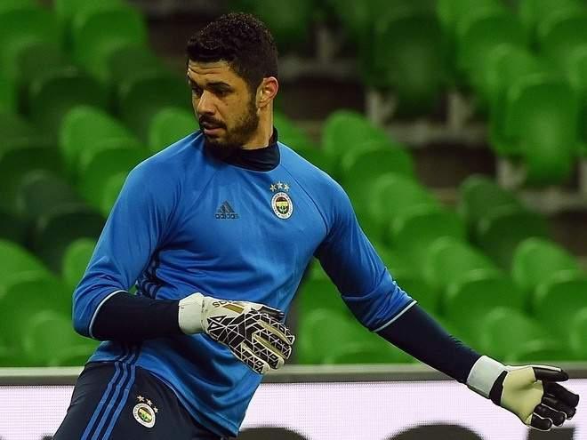 Демирель завершил карьеру и вошёл в тренерский штаб «Фенербахче»