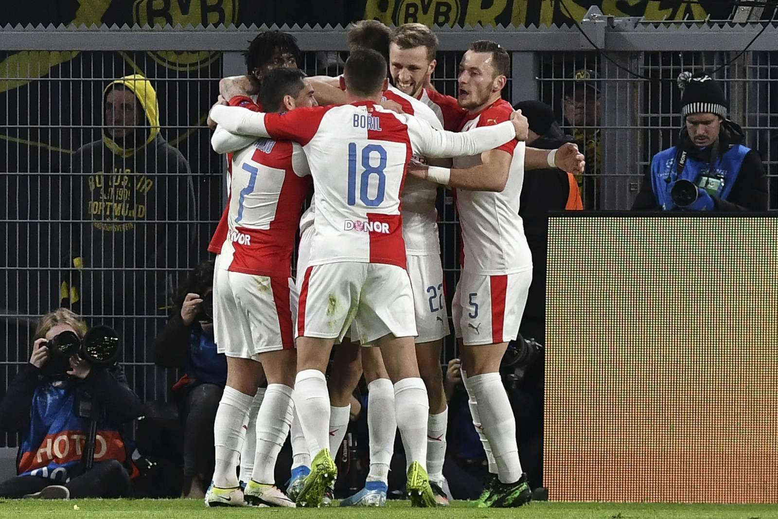 «Манчестер Юнайтед» не забил, но прошёл дальше, «Лестер» вылетел по итогам матчей со «Славией»