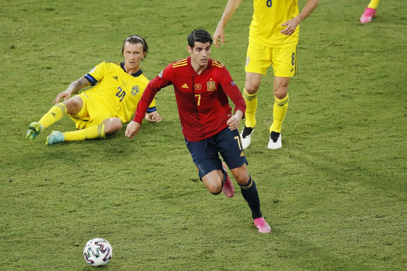 Испания не забила пятый пенальти подряд, на Евро-2020 третий вратарский автогол
