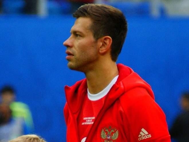 Смолов, Соболев и Комличенко сменили клубы, Моуринью реформировал «Тоттенхэм»: главные трансферы и слухи недели