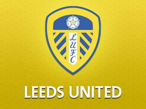 «Лидс» представил форму с золотым логотипом в честь 100-летия клуба