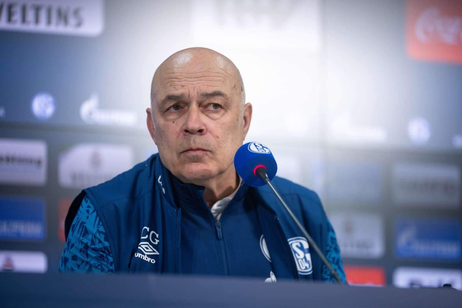 «Шальке» подтвердил третью отставку тренера за полгода