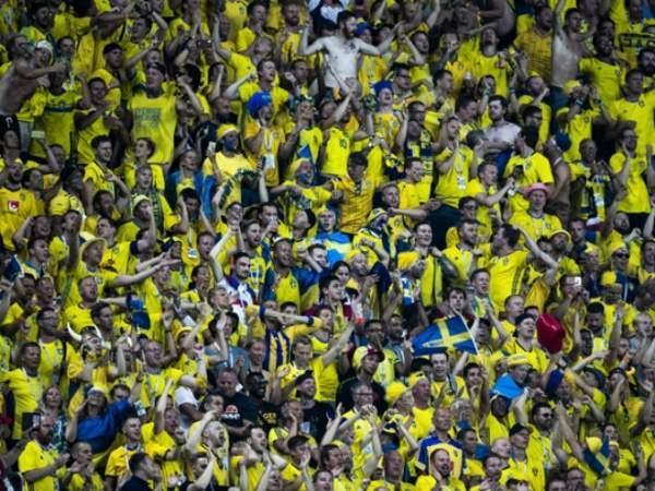 В Швеции прервали матч из-за пиротехники