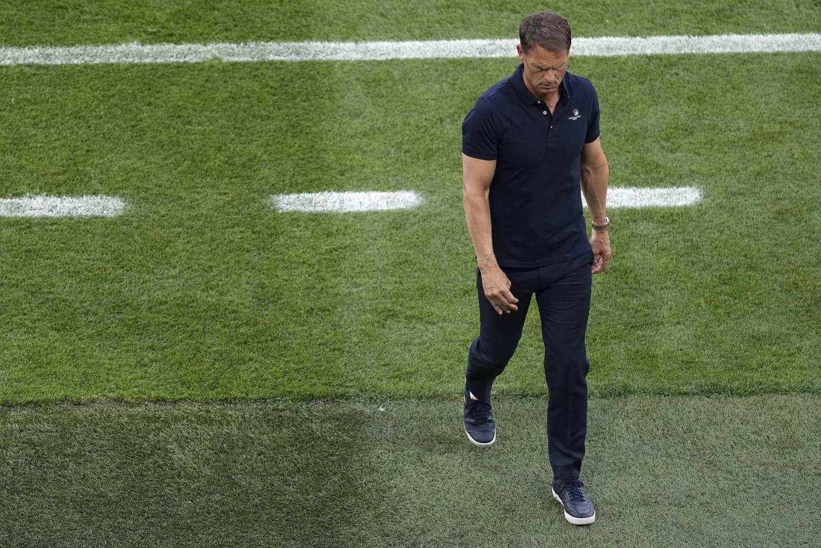 Де Бур будет уволен с должности главного тренера сборной Голландии