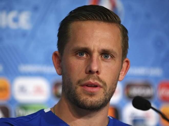 """Клемент: """"Мы продолжаем переговоры о трансфере Сигурдссона в """"Эвертон"""""""