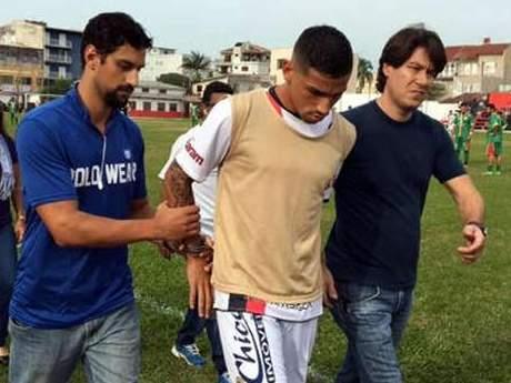 Игрока арестовали прямо во время матча по подозрению в ограблении магазина