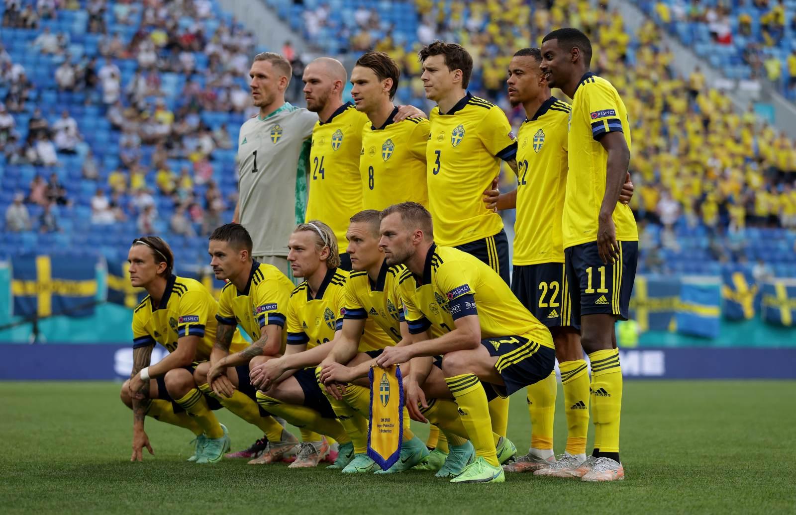 Шведы вышли в лидеры группы, одолев Грецию, по три очка набрали Грузия и Сербия