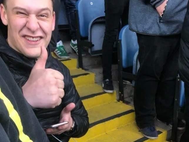 """Фанат """"Лидса"""" сломал ногу, празднуя гол, и остался на стадионе до конца матча"""