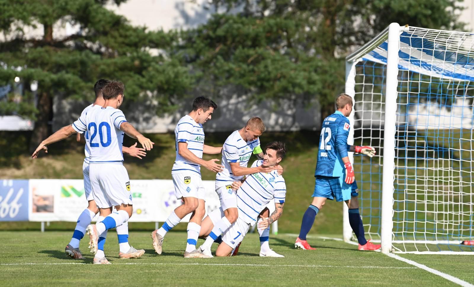 Киевское «Динамо» рагромило «Верес» в первом матче сезона