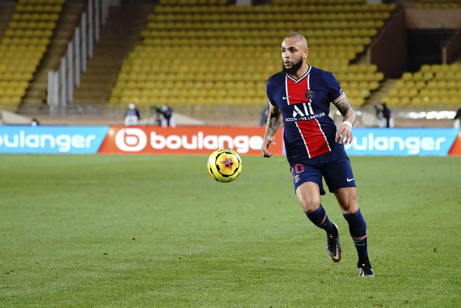 «ПСЖ» забил лишь один мяч в ворота «Анже» и вышел в лидеры Лиги 1