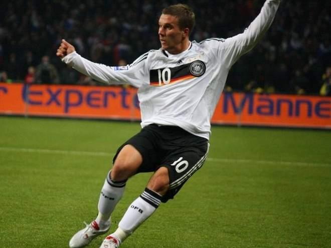 Прощальный вечер: Шикарный гол Подольски принёс Германии победу над Англией