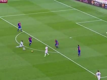 """Классный гол Дуайта Йорка в ворота легенд """"Барселоны"""""""