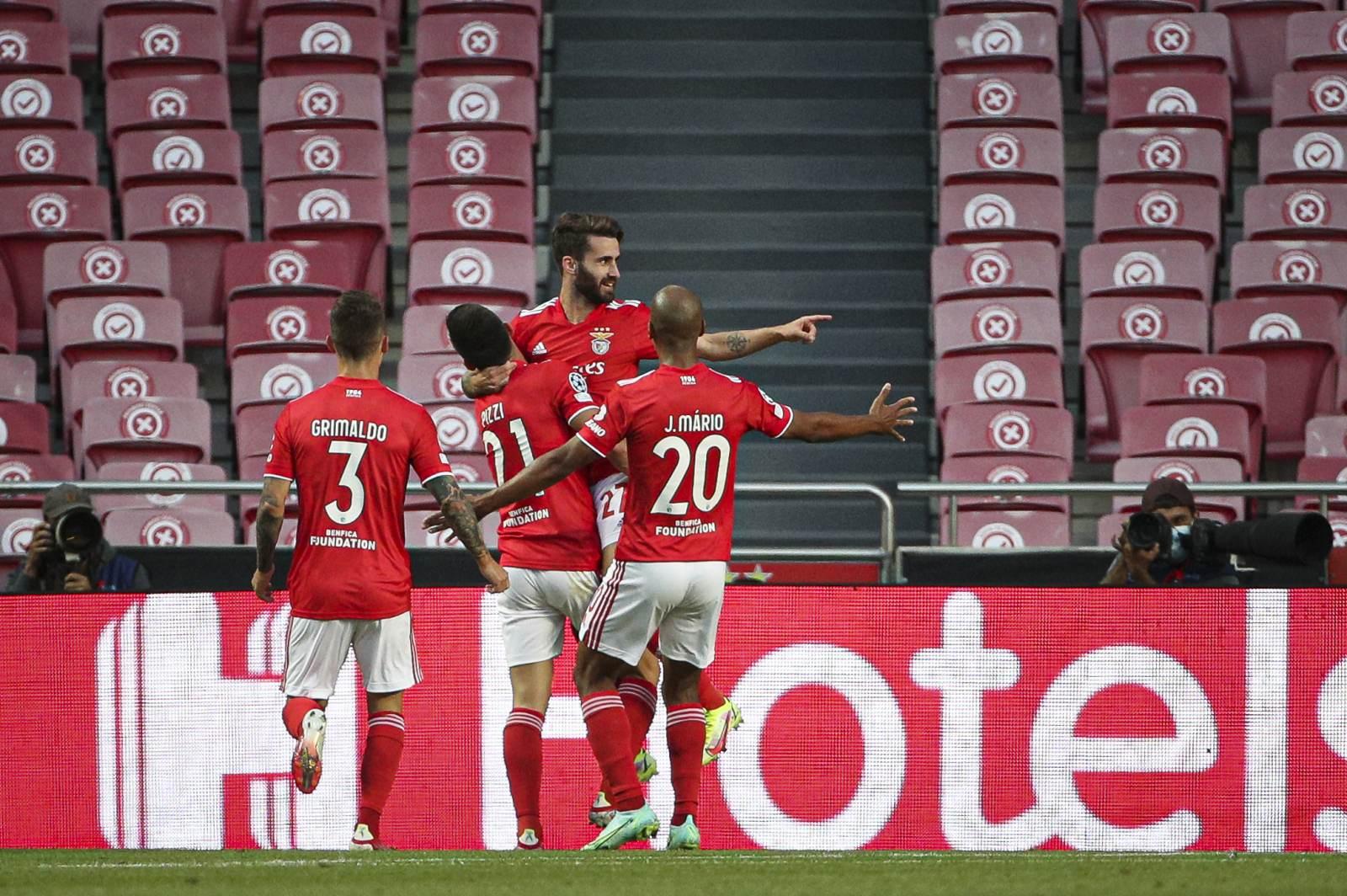 «Бенфика» удержала комфортные нули в матче с ПСВ, играя в меньшинстве на протяжении часа