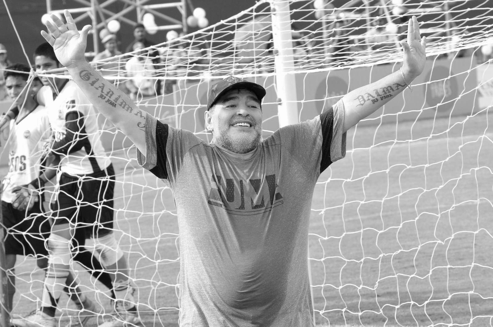 Сотрудника похоронного бюро уволили за фото с телом Марадоны