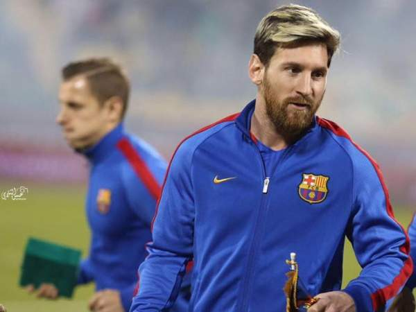 "Арбитр матча ""Барселона"" - ""Валенсия"" не внес в протокол желтую карточку Месси"