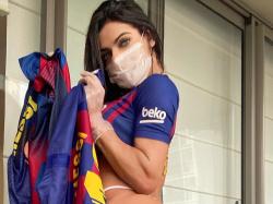 «Мисс Бум-Бум» собирает деньги на борьбу с коронавирусом, продавая футболки «Барселоны»