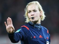 Первая женщина-арбитр Германии завершает карьеру матчем «Бавария» - «Боруссия»