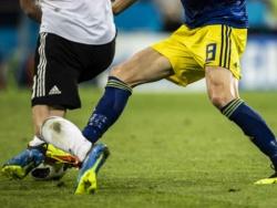 Во время матча чемпионата Бразилии у футболиста выпало несколько зубов
