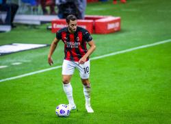 Катарский клуб выигрывает борьбу за Чалханоглу у Милана и Ювентуса