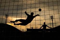 В Северной Ирландии вратаря удалили за атаку на партнёра по команде
