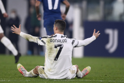 Экс-арбитр Марелли: Роналду нужно было удалять в начале матча с Кальяри