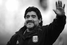 Ван дер Ваарт объяснил, почему Марадона лучше Месси