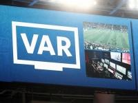 В Испании ВАР отменил красную карточку игроку, но его все равно удалили