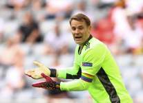 УЕФА накажет федерацию Германии за радужную капитанскую повязку Нойера