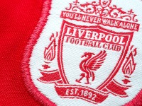 Известного игрока «Уикома» оштрафовали за футболку «Ливерпуля»