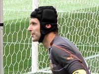 """Adidas по ошибке отправил новые перчатки Чеха на базу """"Челси"""""""
