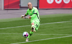 «Аугсбург» едва не обыграл «Байер» из-за детской ошибки вратаря