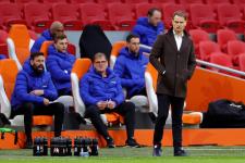 Де Бур больше не тренер сборной Голландии