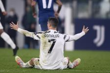 Роналду выкинул на газон футболку «Ювентуса» после матча с «Дженоа»