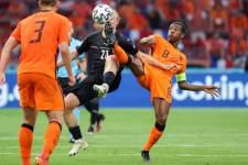 Вейналдум выйдет с радужной повязкой на матч против Чехии